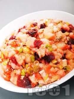 Картофена салата с червено цвекло, кисели краставички и праз лук - снимка на рецептата